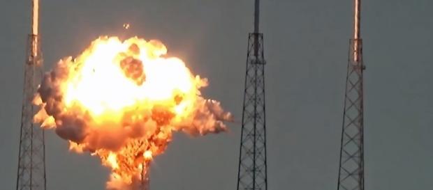 L'explosion de la fusée Falcon 9 de Space X.