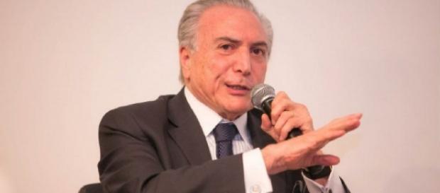 Presidente Michel Temer afirma que decisão sobre direitos de Dilma é questão jurídica
