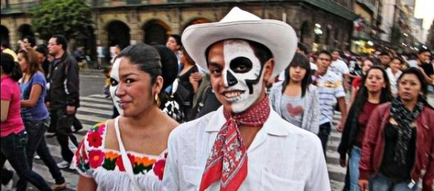 World's coolest places to celebrate this Halloween --- tailsofwonders.com/halloween-around-the-world-mexico