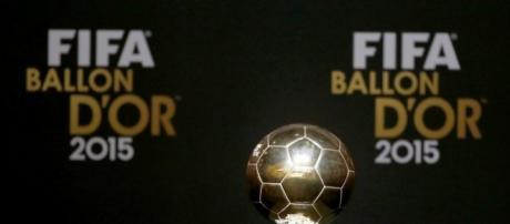 Troféu Bola de Ouro, que premia o melhor jogador da Europa.
