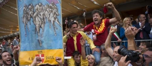 Festeggiamenti per la vittoria di Nizza Monferrato (foto di Stefano Guidi)