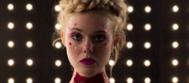 "Atriz Elle Fanning, estrela de ""Demônio de Neon"""