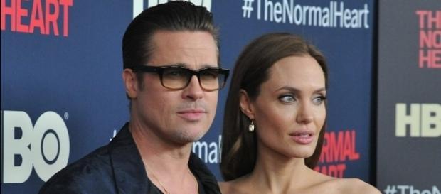 Angelina Jolie e Brad Pitt se divorciam