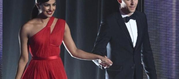 Taylor who? Tom Hiddleston spotted 'getting flirty' with Priyanka ... - telegraph.co.uk