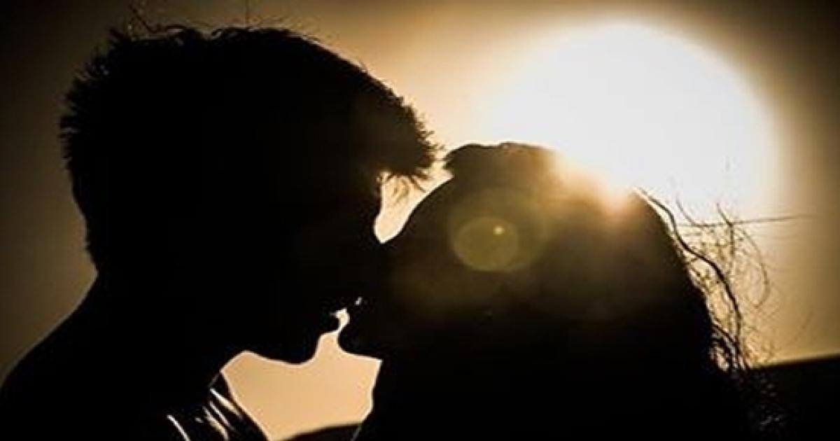 Descubra se o beijo do crush combina com o seu signo