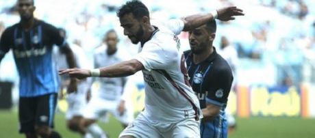 Henrique Dourado em ação na vitória sobre o grêmio pelo Brasileirão (Foto: Nelson Perez/Divulgação FFC)