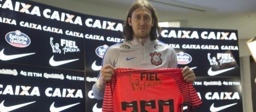 Depois de iniciar a carreira no Grêmio e uma passagem discreta pelo PSV Eindhoven, Cássio mudou de status ao chegar ao Timão