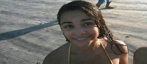 Na imagem, a jovem que sumiu após uma festa em Peruíbe, SP. A família está bastante preocupada.