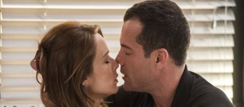 Beto fica chateado com o quase beijo de Tancinha e Apolo