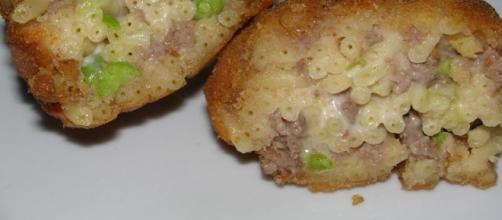 Le frittatine con i bucatini tipiche Napoletane.