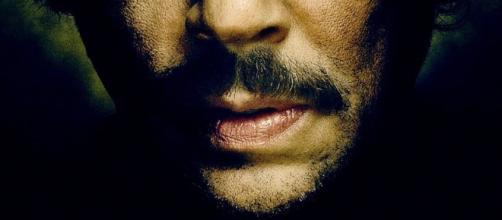 Nella foto Pablo Escobar interpretato da Benicio del Toro