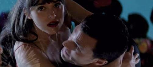 O baile de máscaras é o destaque do trailer (Foto: Universal/Youtube)