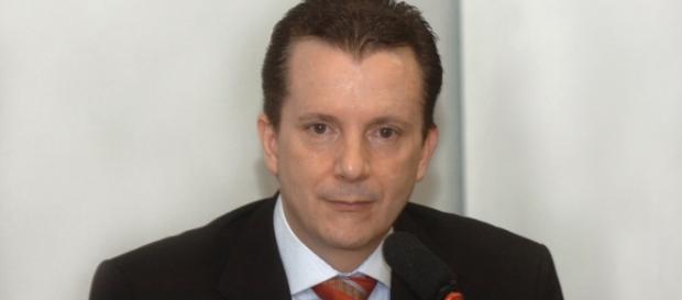 Candidato a prefeito de SP, Celso Russomano, discute com radialista, em programa ao vivo.