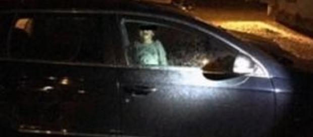 Criança de dois anos deixada sozinha dentro do carro