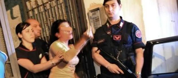 Mamă de 23 de ani reţinută în Italia pentru ce i-a făcut fiului ei de doar patru anişori