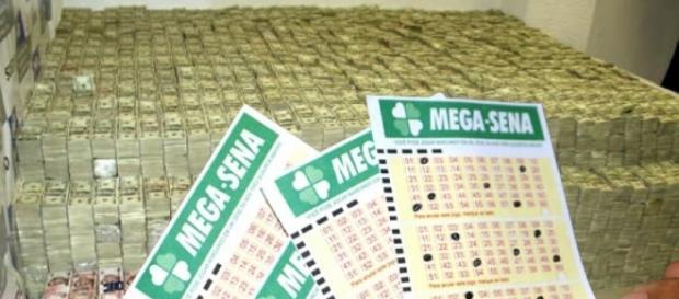 Segundo a Caixa, a chance de se acertar as seis dezenas apostando apenas um bilhete simples é de uma em 50.063.860