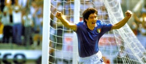 L'esultanza di Paolo Rossi dopo il terzo gol al Brasile ai Mondiali di Spagna '82