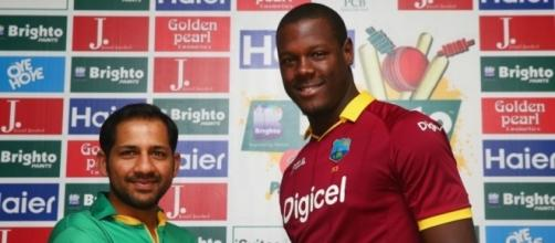 Sarfraz Ahmed and Carlos Brathwaite pose ahead of the T20 series (Panasiabiz.com)