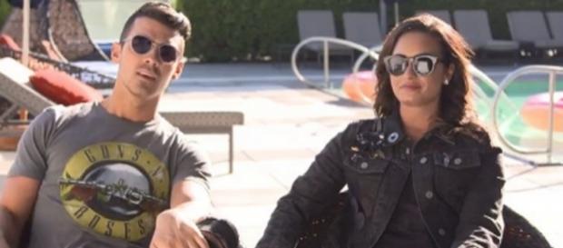 Demi Lovato e Nick Jonas durante la diretta.