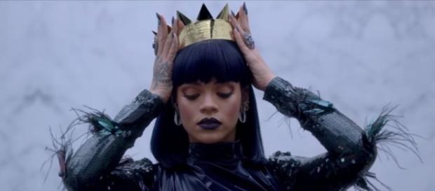 Rihanna s'adresse aux chefs d'Etats (Samsung)