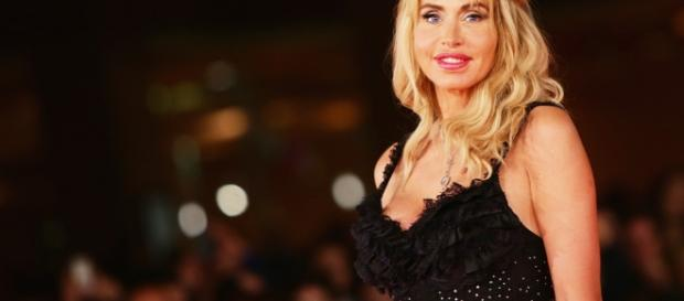 Valeria Marini non ricorda quale canzone le dedicò Jovanotti