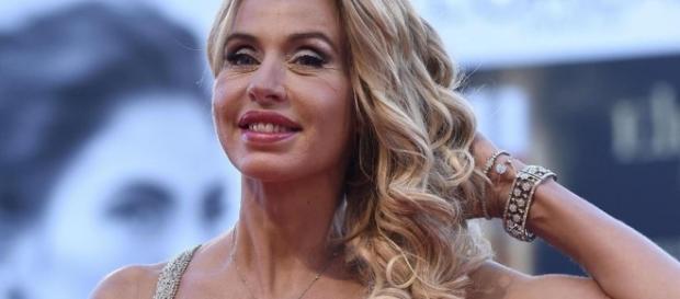 Valeria Marini si sta avvicinando pericolosamente a Stefano Bettarini