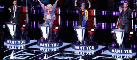 Miley and Keys raise their hands in victory. Photo:www.NBC.com/the-voice/photos