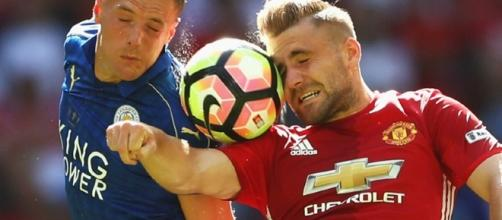 Em casa, Manchester United vence o atual campeão inglês