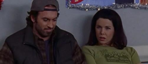 Luke and Lorelai Gilmore Girls screen grab