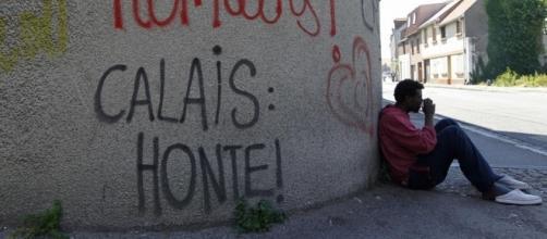 """Vu du Royaume-Uni . Et maintenant, le """"mur de Calais""""   Courrier ... - courrierinternational.com"""