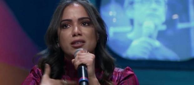 Anitta conta que tem problema nas cordas vocais