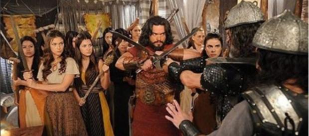 Aruna enfrenta Sandor durante o ataque cananeu