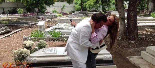 Carmem mata o Padre Lupe (Foto: Televisa)