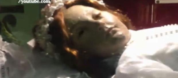 Garota morta abre os olhos em igreja do México (Obscurahabitacion.blogspot.mx/Youtube)
