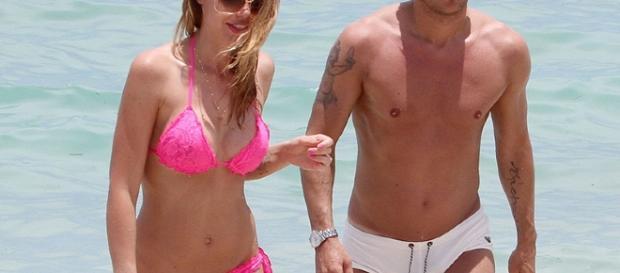 Ilary Blasi e Francesco Totti al mare.