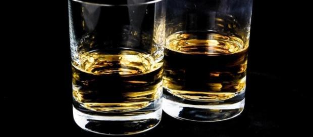 Imagens de bebida alcoólica responsável por fazer mal para saúde menos ingerida com moderação