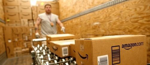 Afferte di lavoro da Amazon: assunzioni per 500 addetti al magazzino