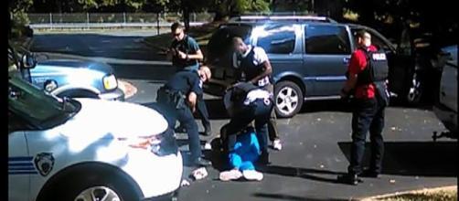 """La vittima aveva un'arma"""", la polizia di Charlotte pubblica un ... - lastampa.it"""