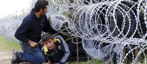 Migranti, il filo spinato non ferma gli ingressi in Ungheria: in ... - corriere.it