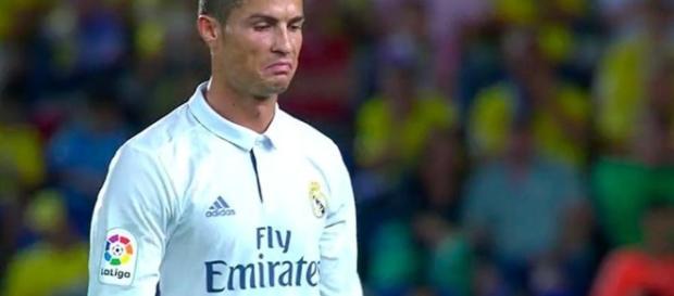 El enfado de Cristiano Ronaldo al ser sustituido - lavanguardia.com