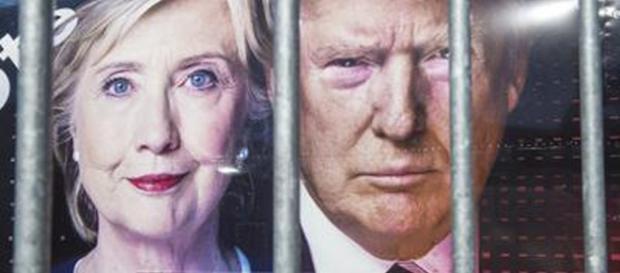 Gigantografia di Clinton e Trump su un mezzo della CNN alla Hofstra University