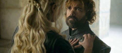 Emilia Clarke y Peter Dinklage en un fotograma de 'Juego de Tronos'.