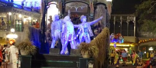 The Haunted Mansion has its own parade float. (Photo by Barb Nefer)