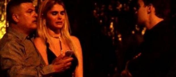 Bárbara Evans chora muito ao lado do namorado