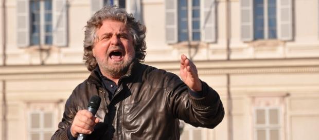Beppe Grillo durante un comizio politico