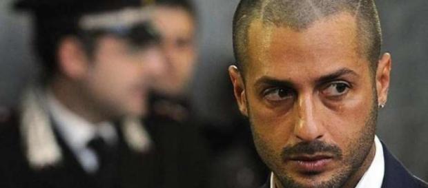 Fabrizio Corona rimane fuori dal carcere.