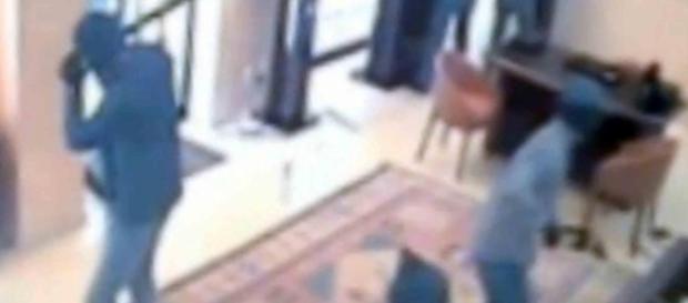 Immagini della telecamera di sicurezza della gioielleria a Firenze