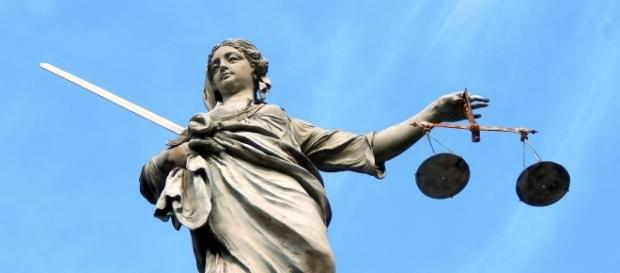 Roba şi alte simboluri ale jusitţiei
