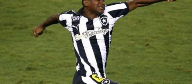 Sassá comemorando um gol pelo Botafogo
