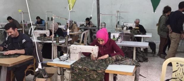 Sur les territoires kurdes syriens, les habitants s'adaptent à l'économie de guerre et à une société en transformation.